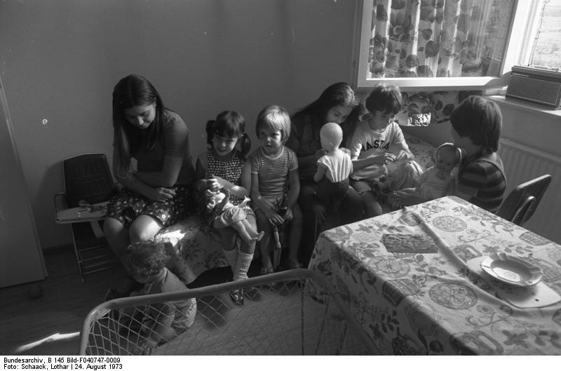 Wolfsburg, Gastarbeiterfamilie in ihrer Wohnung